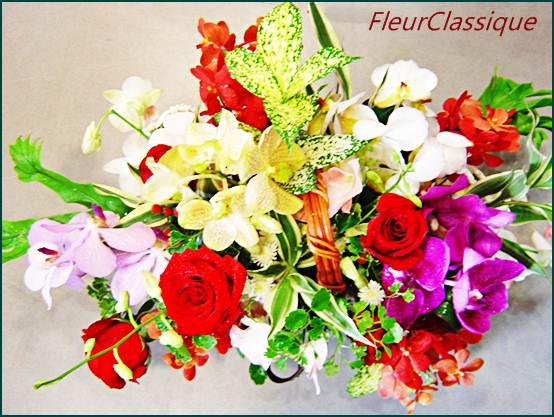 กระเช้าสีสดใส (flower basket)