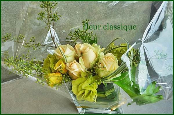 แจกันแก้วกับดอกไม้ vase flower