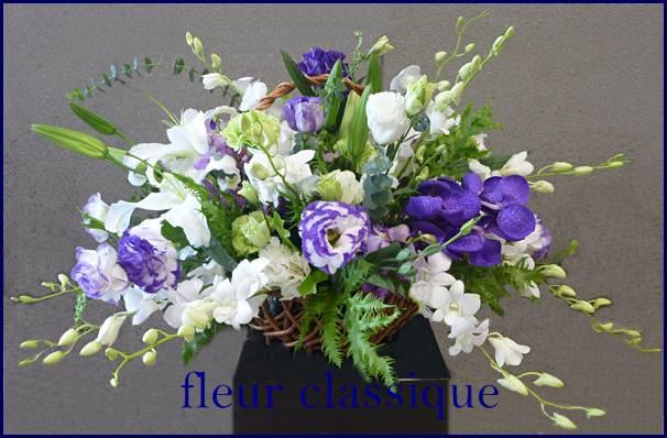 กระเช้าขาวม่วง flower basket