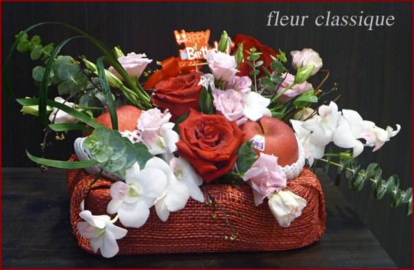 กระเช้าแอปเปิ้ล ดอกไม้ (fruit basket) 1
