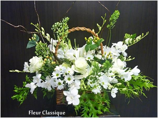 กระเช้าดอกไม้ขาวเขียว flower basket