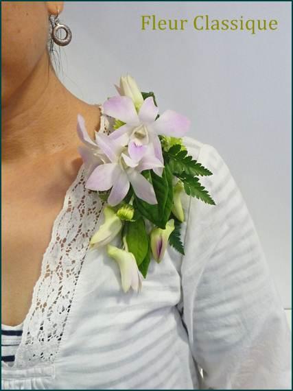 ช่อดอกไม้ติดเสื้อกล้วยไม้สีชมพู corsage
