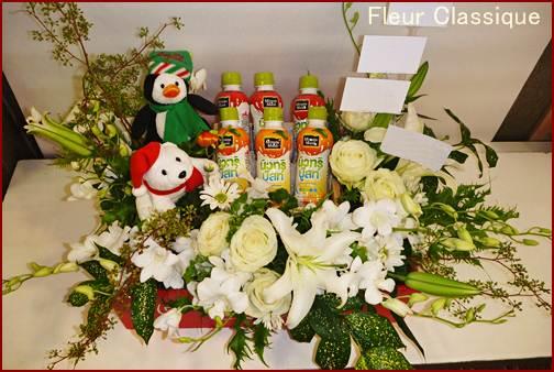 น้ำผลไม้ ดอกไม้ ตุ๊กตา