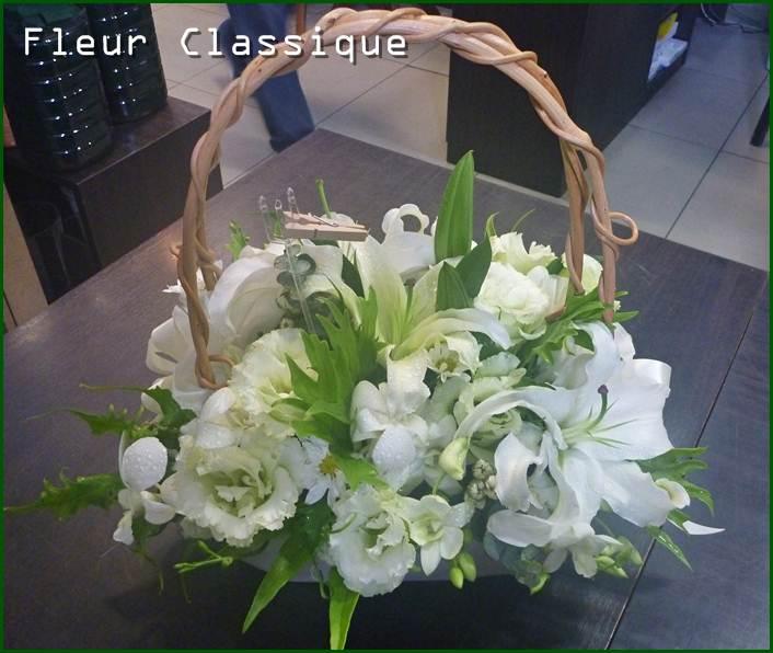 กระเช้าสีขาว flower basket