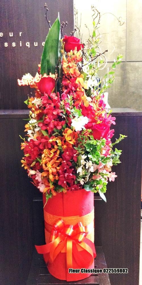 แจกันดอกไม้สีแดงส้ม vase flower