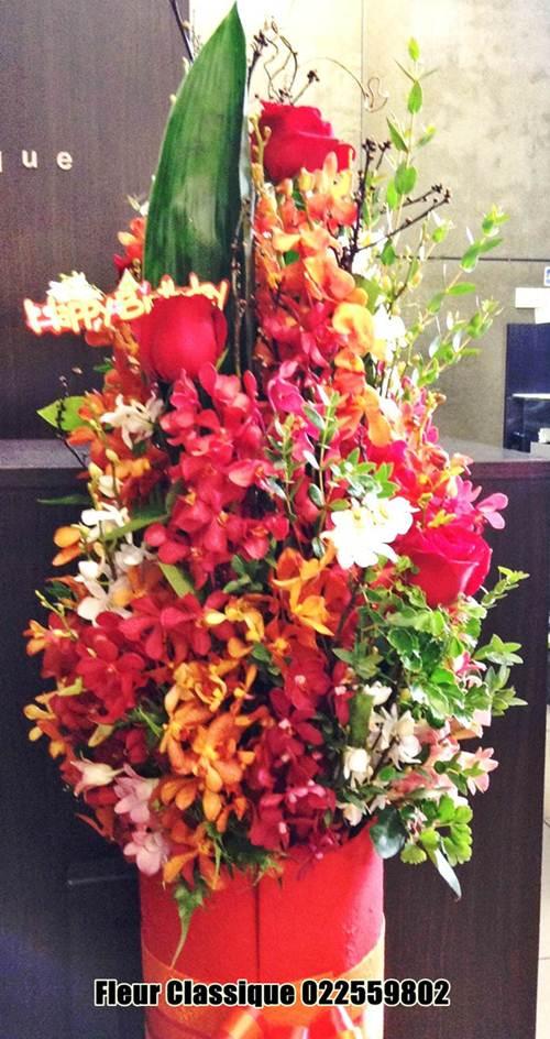 แจกันดอกไม้สีแดงส้ม vase flower 2