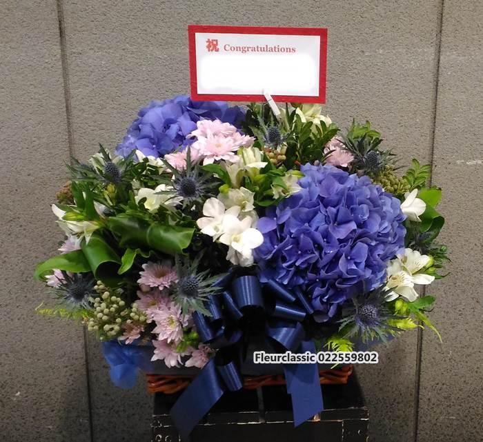 กระเช้าดอกไม้สดโทนสีน้ำเงิน(flower basket)