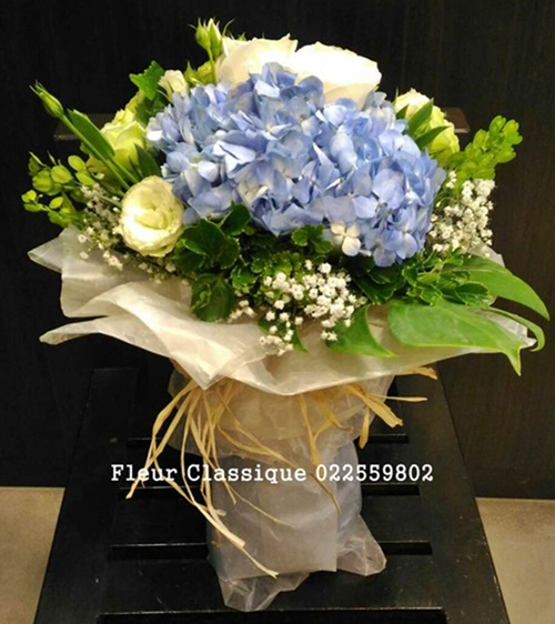 ช่อไฮเดรนเยียกุหลาบขาว(bouquet)