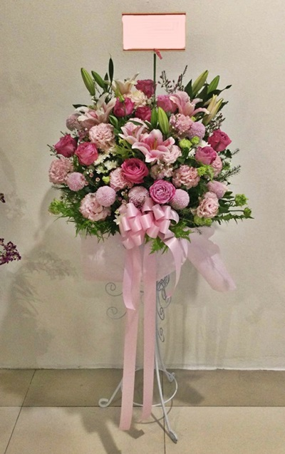 สแตนด์ดอกไม้สีชมพู flower with stand