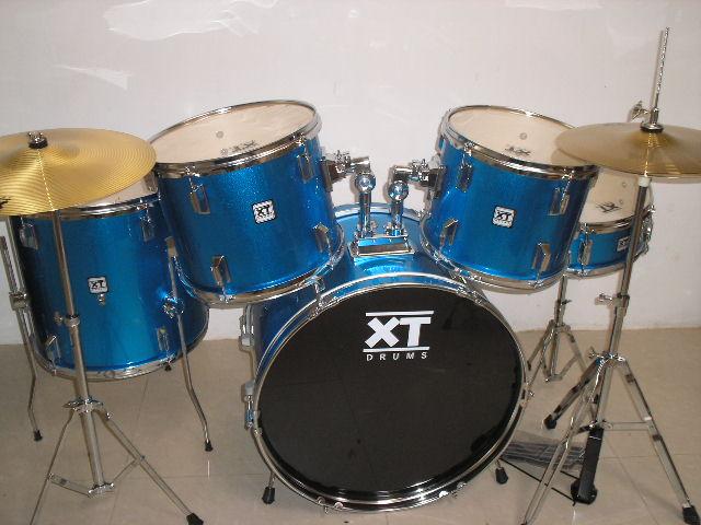 กลองชุด 5 ใบยี่ห้อ XT Drums แสนร์ไม้ ฉาบ 16 และ HH 1 คู่ ไม้ 7 ชั้น สีฟ้า คุณภาพดี