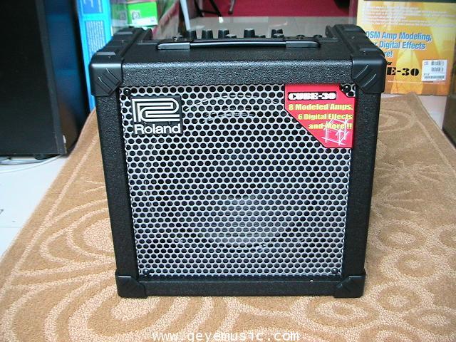แอมป์ กีต้า ยีห้อ Roland CUBE-30 เสียงดีมาก สินค้าใหม่