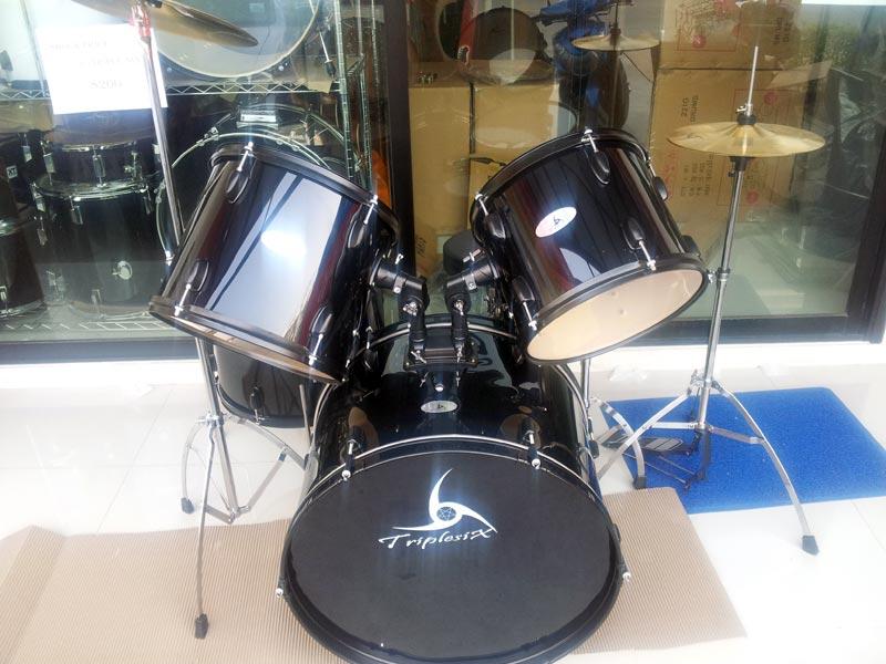 แหล่งขาย กลองชุด triplesix รุ่น GE1010G สีดำ ราคากลองชุดใหญ่ 5ใบ7900บาท พร้อมเก้าอี้,หนังกลองน้ำมัน
