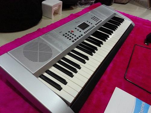 คีย์บอร์ดไฟฟ้า keyboard  Siserveir รุ่น 162 มีโน๊ตคีย์บอร์ดที่ครบคีย์ ราคาคีย์บอร์ดไฟฟ้าไม่แพง