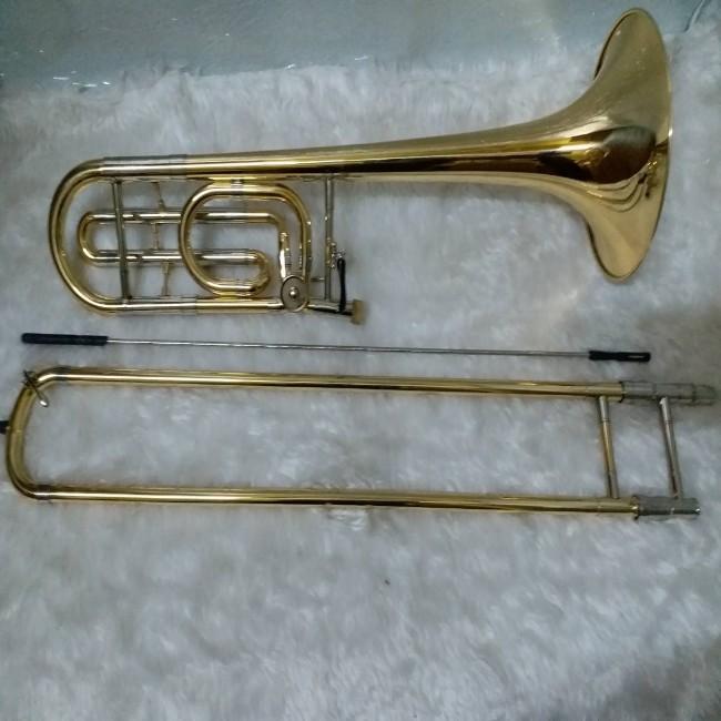เทนเนอร์ทรอมโบน ยี่ห้อ Wisdom Bb Tenor Trombone รุ่น FTB-323  พร้อมกล่องอย่างดีและอุปกรณ์