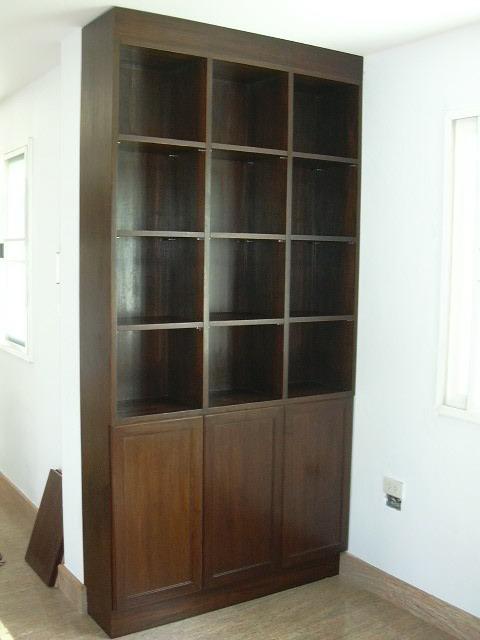 ตู้หนังสือสั่งทำ ไม้จริงทำสีโอ๊คดำ 120x230
