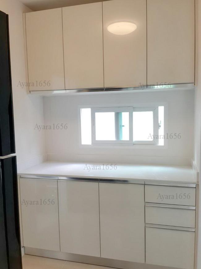 ชุดครัว Built in ตู้ล่าง โครงปาติเกิล หน้าบาน Acrylic สีขาวมุก - ม.ชัยพฤกษ์