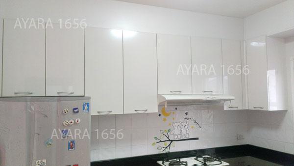 ชุดครัว Built-in ตู้ล่าง โครงซีเมนต์บอร์ด หน้าบาน Acrylic สีส้ม + ขาวมุก - ม.ภัสสร