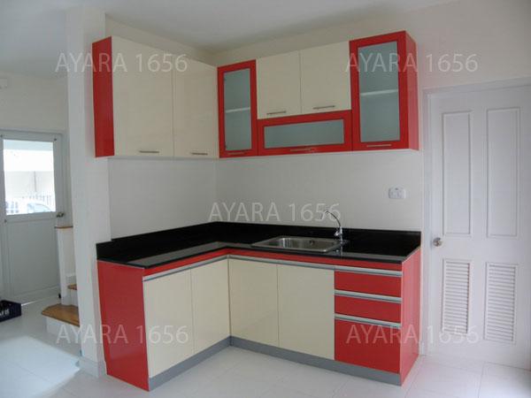 ชุดครัว Built-in ตู้ล่าง โครงซีเมนต์บอร์ด หน้าบาน Laminate สีแดง + ครีม
