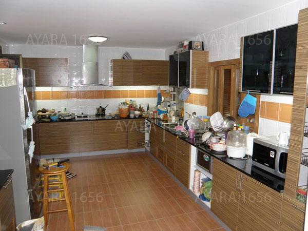 ชุดครัว Built-in ตู้ล่าง โครงซีเมนต์บอร์ด หน้าบาน Laminate สี Zebrano ลายไม้