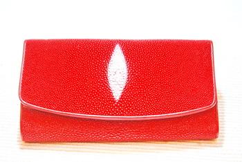 กระเป๋าหนังปลากระเบนสามพับใหญ่สีแดง