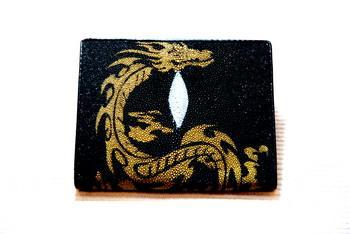 กระเป๋าหนังปลากระเบน HK สีดำมังกรทอง