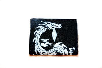 กระเป๋าหนังปลากระเบน HK สีดำมังกรเงิน