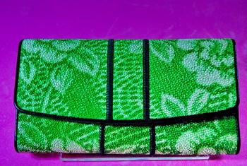 กระเป๋าหนังปลากระเบน 3 พับใหญ่สีเขียว(สินค้าหมด)