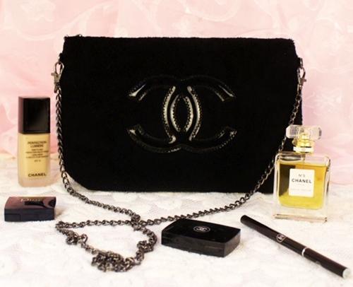 ลดราคาพิเศษสุดๆ !!!!Chanel Faux Fur Sling Shoulder Bag กระเป๋าสะพายขนสัตว์เทียมโซ่สีเทา