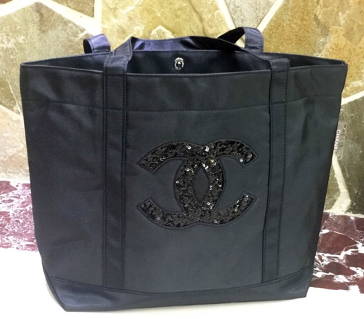 CHANEL PRECISION SEQUIN LOGO BLACK TOTE กระเป๋าใส่ของโลโก้ปักเลื่อมสีดำ