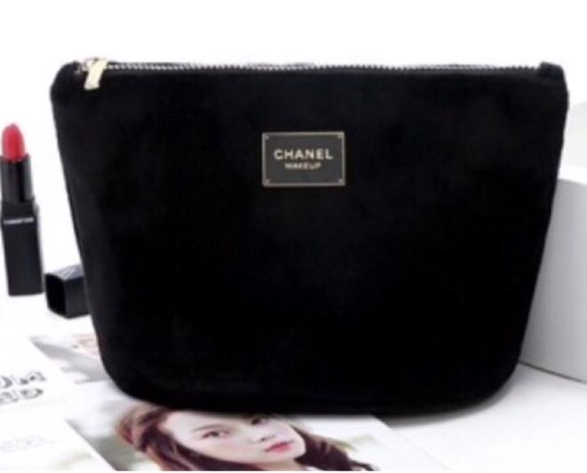 Chanel Black Velvet Makeup Pouch กระเป๋าใส่เครื่องสำอางผ้ากำมะหยี่สีดำ (ไซส์เล็ก)