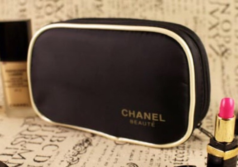 Chanel Rectangle Black Cosmetic Bag กระเป๋าเครื่องสำอางสีดำขลิปทองทรงสี่เหลี่ยมผืนผ้า