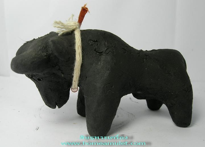 วัวธนู เนื้อดิน7ป่าช้าผสมผงอาถรรพณ์ หายาก หลวงปู่ ครูบาแก้ว วัดร่องดู่ ขนาดบูชา สูง1.7นิ้วยาว 3 นิ้ว