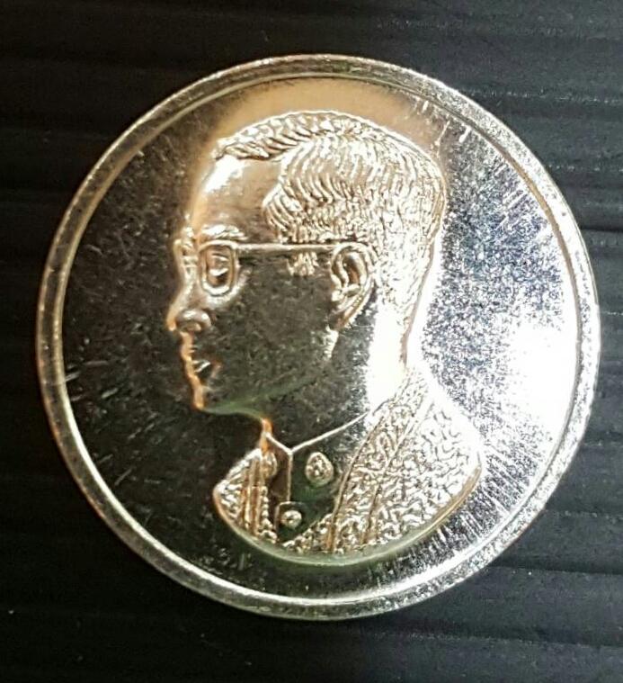เหรียญคุ้มเกล้า ในหลวง รัชกาลที่9 เนื้อเงินใหญ่ ยอดนิยม กระแสแรงทุกวัน