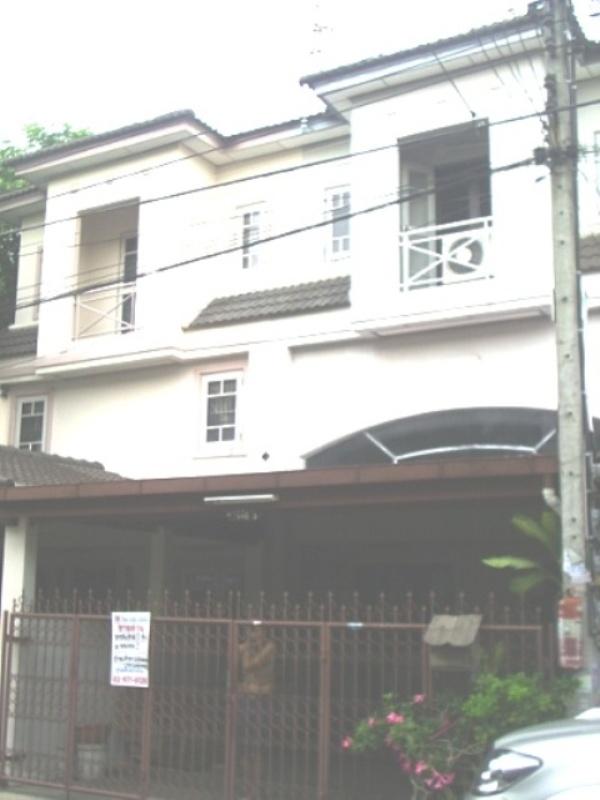 ทาวน์เฮ้าส์ 2 ชั้น  หมู่บ้านธนากร 2 บางกรวย เนื้อที่ 22.50 ตารางวา  บ้านพร้อมอยู่