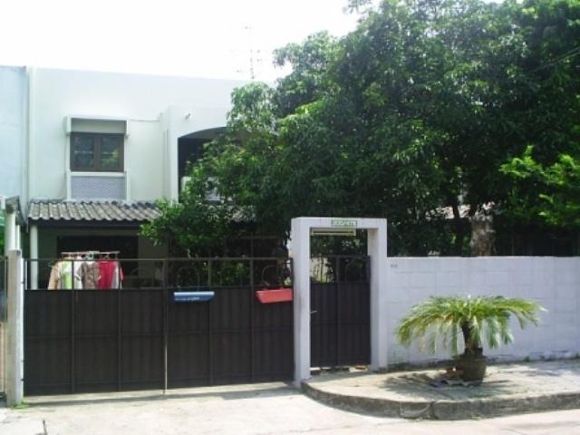 บ้านเดี่ยว(แฝด) 2 ชั้น  หมู่บ้านเมืองทองนิเวศน์ 2/1 ซ.พัฒนาการ74 บ้านสวย พร้อมอยู่  เนื้อที่ 62 ตร.ว