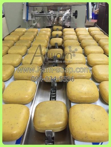 สบู่สครับสัปปะรด Pineapple Scrub Soap (100กรัม) 2