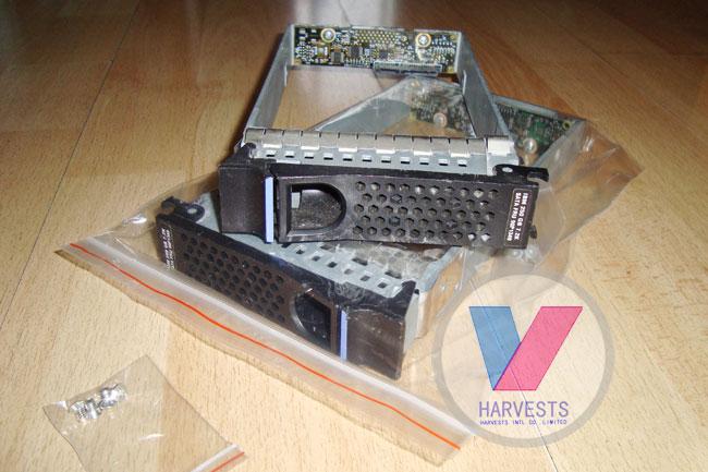 IBM 3.5 SATA-FC fiber optic interfaces for DS4100 server hard drive bays