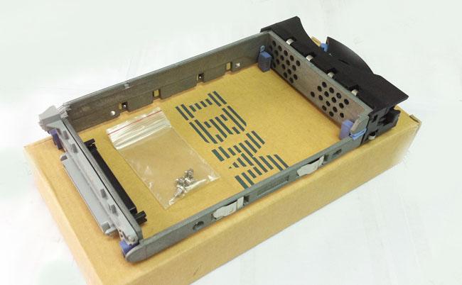 IBM 00N7381 3.5 U160 SCSI server hard drive bracket with screw