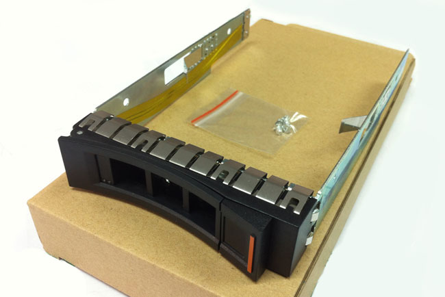 IBM 69Y5284 3.5\'\' SAS drive bays X3650 M4 screws with