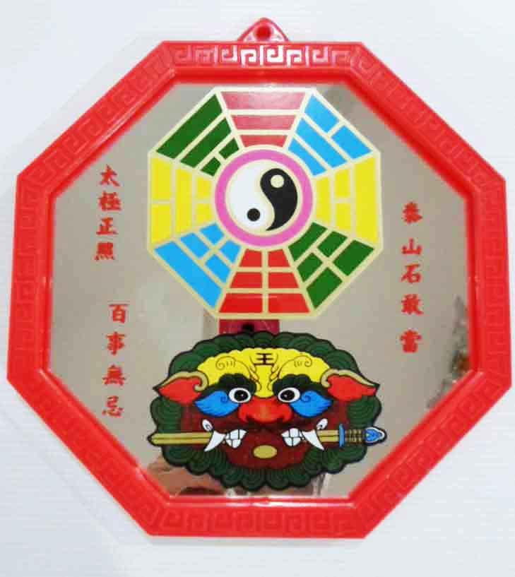 กระจกแปดเหลี่ยมเรียบขอบแดง พร้อมยันต์ปากั้ว และ สิงห์คาบดาบ (ขนาด5x5นิ้ว)