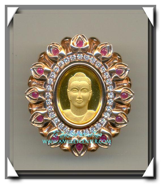 เหรียญพระพุทธครึ่งองค์ล้อมเพชรและทับทิม ขนาดใหญ่หลังเข็มกลัด วัดพระธรรมกาย จ.ปทุมธานี สภาพสวยมาก