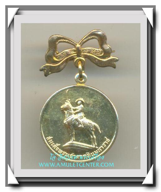 เหรียญสมเด็จพระเจ้าตากสินมหาราชทรงม้า มูลนิธิโรงพญาบาลตากสิน บล็อคกษาปณ์พร้อมโบว์ พ.ศ.2531