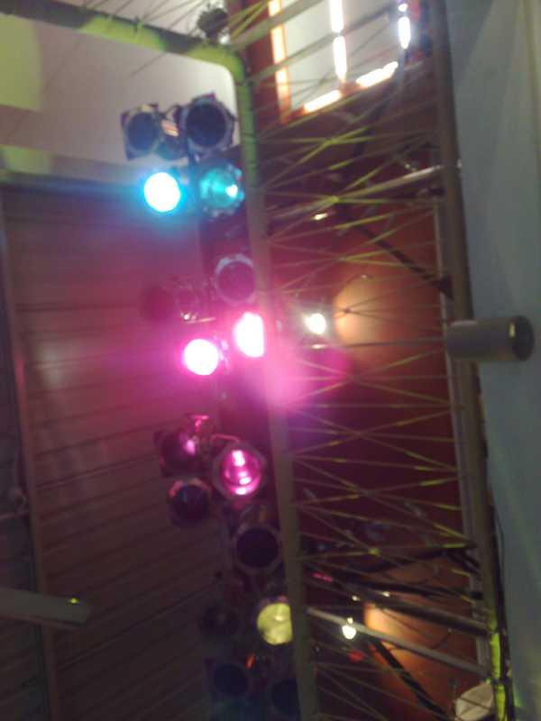 ระบบไฟ แสง สี ทั้งระบบไฟ Par64  Follow  Strobe Moving-Head Scan Smoke Dry-Ice Co2 Scan City-Colour