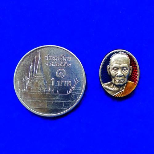 เหรียญเม็ดยา รุ่นรวยมหาเศรษฐี หลวงพ่อพัฒน์ วัดห้วยด้วน เนื้อเงินซาติน ลงยา ปี 2564 เลข 49 2