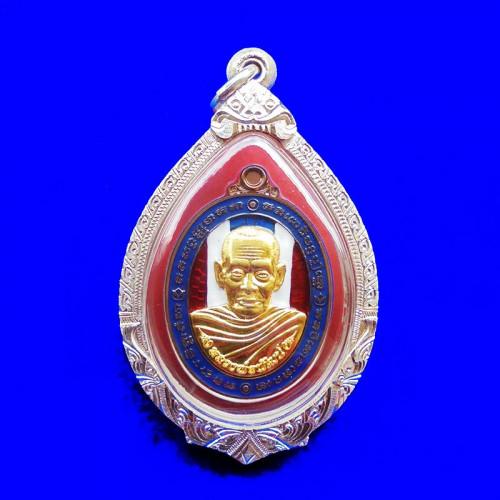 เหรียญรวยมหาทรัพย์ หลวงพ่อพัฒน์ กรรมการ เนื้อนวะหน้ากากชุบทองคำ ลงยาธงชาติ ปี 2564 สวยหายาก 1