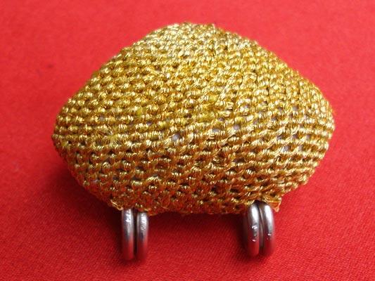 เบี้ยแก้ หลวงปู่เจือ วัดกลางบางแก้ว ถักดิ้นทอง แบบ 2 หู  บูชาจากวัดโดยตรง