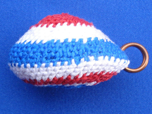 เบี้ยแก้ หลวงปู่เจือ วัดกลางบางแก้ว ถักเชือกลายสีธงชาติ แบบ หูเดี่ยว บูชาจากวัดโดยตรง