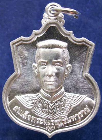 พระเครื่อง เหรียญสมเด็จนเรศวร มหาราช เหรียญสู้ เนื้อเงิน ปี 2548 สวยมากๆ