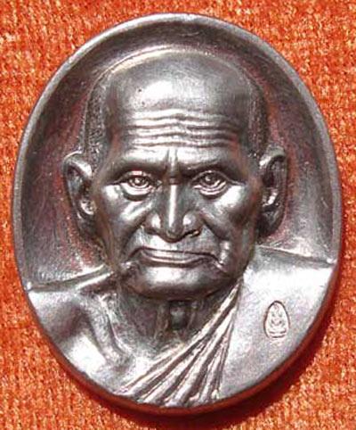 เหรียญรูปใข่ หลวงพ่อเงิน บางคลาน รุ่นพระพิจิตร พระปั๊ม เนื้อเงิน ปี พ.ศ.2542 - 2543