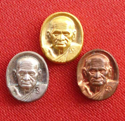 เหรียญเม็ดยา หลวงพ่อเงิน บางคลาน รุ่นพระพิจิตร พระปั๊มชุด 3 เนื้อ  ปี 42 - 43 เหมาะทำหัวแหวน
